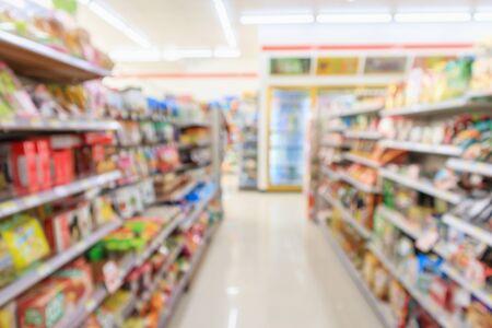 Supermarket convenience store aisle shelves interior blur for background Banco de Imagens