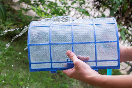 cleaning air conditioner dirty filter Banco de Imagens