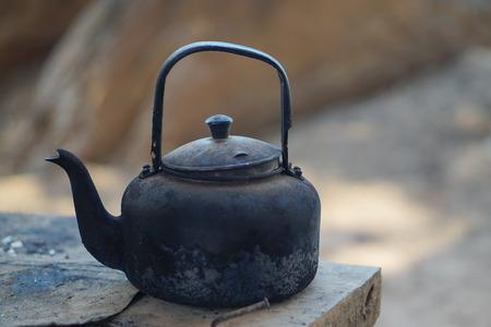 Alter Kessel Für Kochendes Heißes Wasser, Thai-Stil Lizenzfreie ...