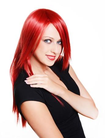 Belle femme aux cheveux rouge sur fond blanc