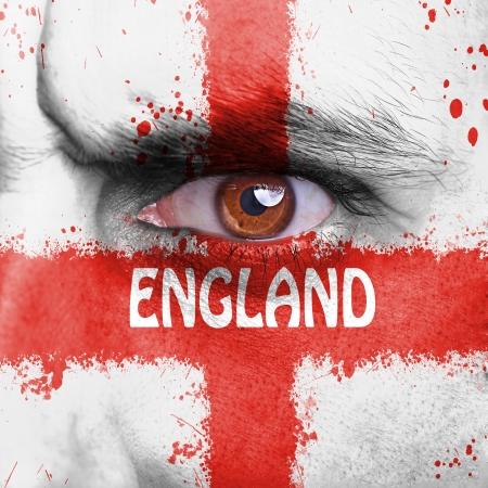 flag england: Inglaterra bandera pintada en la cara del hombre enojado