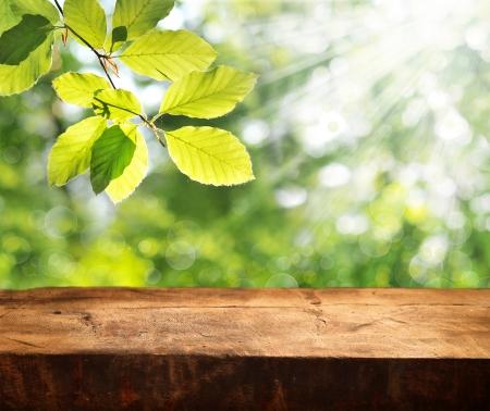 제품 표시 몽타주 준비가 빈 테이블