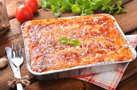 Hausgemachte Lasagne Bolognese Standard-Bild