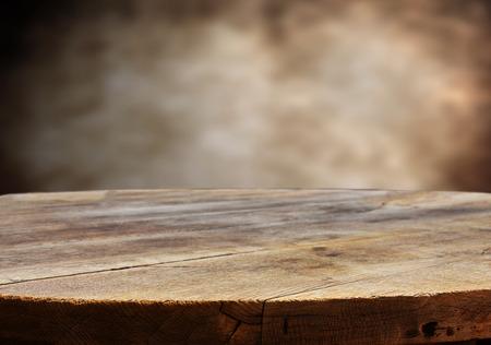trompo de madera: mesa vac�a para montajes de exposici�n de productos