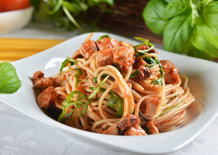 spaghetti pasta with chicken and arugula