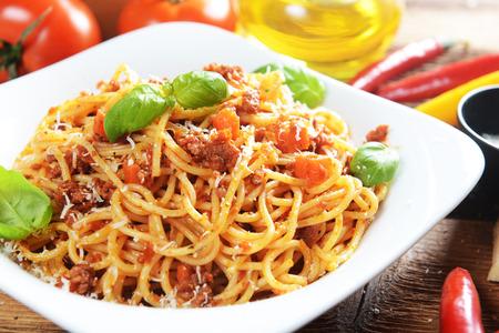 plato de comida: Espaguetis a la bolo�esa Foto de archivo