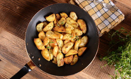 pancetta cubetti: Fried potatoes with rosemary and thyme