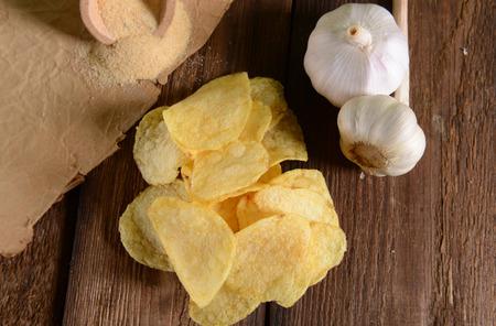 nosh: Potato chips- garlic flavour