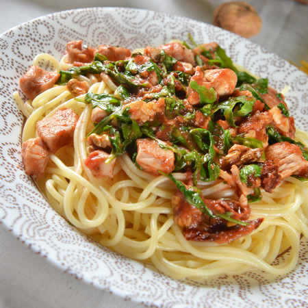 carbohydrates: spaghetti pasta with chicken and arugula