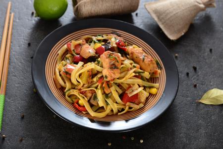 Noedels met kip en vegetabels