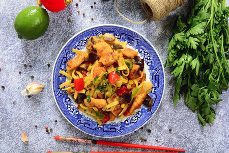 Asian food - bami goreng noodles Stockfoto - 109241198