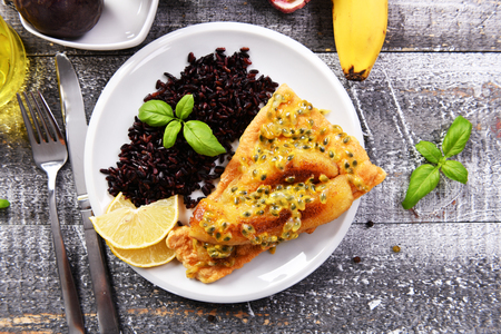 Traditional madeira dish - scabbardfish with bananas and passion fruit Standard-Bild - 114120814