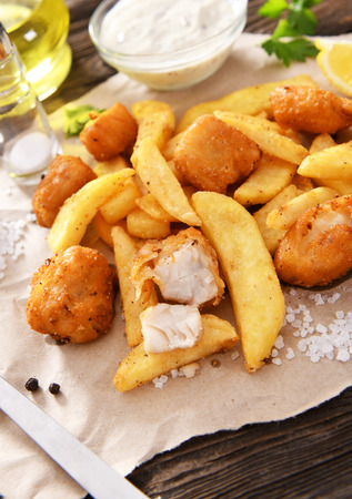 Fish and Chips - traditionelles englisches Fast Food Standard-Bild
