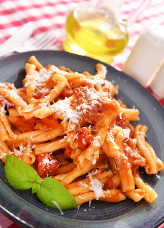 Pasta all'italiana con salsa di pomodoro Archivio Fotografico