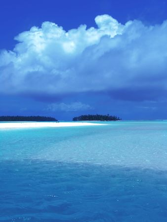 bask: Sparkling Lagoon in the Pacific Stock Photo