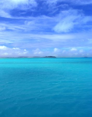 bask: Aqua Lagoon in the Cook Islands Stock Photo