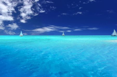 Boats sailing near tropical Motu Stock Photo - 371201
