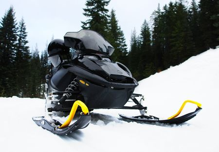 Un noir snowmobile Banque d'images