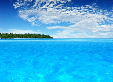 Beautiful Tropical Island in the distance  Banque d'images