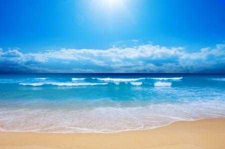 romantico: Playa magn�fica en verano Foto de archivo