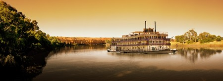 Paddlesteamer on the River Murray at sunset Imagens - 4380961