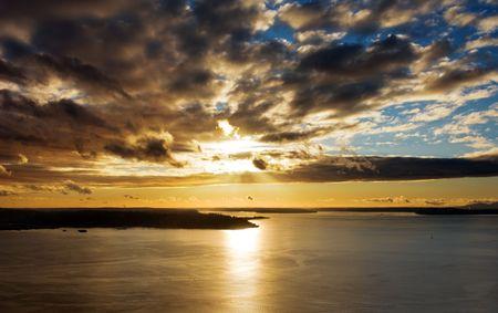 puget sound: Splendido tramonto sul Puget Sound a Seattle