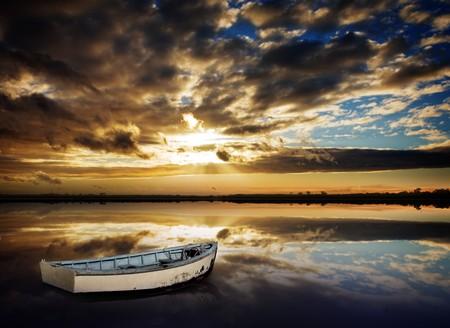 rows: Prachtig rustig Sunset over meer