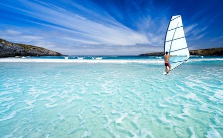 windsurf: Windsurf en las hermosas aguas