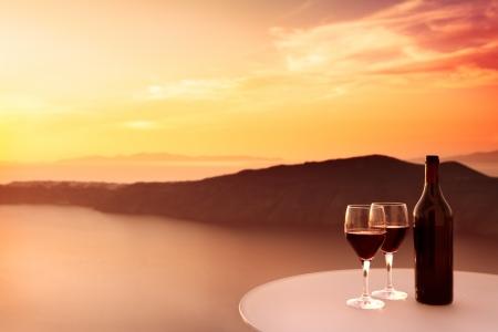 레드 와인과 아름다운 일몰 2 잔 스톡 콘텐츠