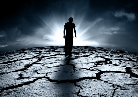 Een depressieve tiener loopt naar het licht
