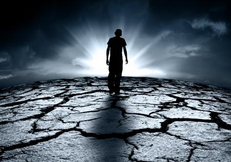 katastrophe: Ein depressiver Jugendlicher zu Fu� in Richtung des Lichts