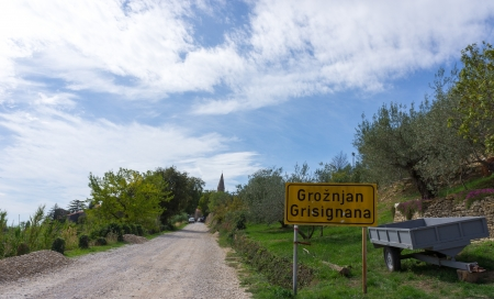 unpaved road: Unpaved road to Groznjan