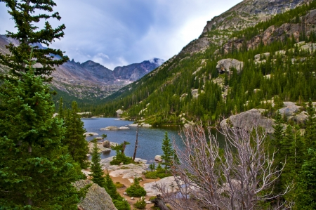 longs peak: Mills Lake in Glacier Gorge from the trail to Black Lake. Longs Peak, Keyboard of the Winds, Pagoda Mountain and Spearhead visible in the distance.