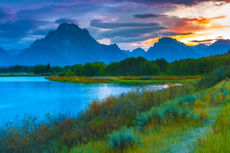 Amazing Sunset over Grand Tetons taken from the Oxbow Bend Turnout Фото со стока