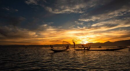 Intha fishermen posing with conical nets at sunset, Inle Lake in the Nyaungshwe Township part of Shan Hills in Myanmar Burma Reklamní fotografie