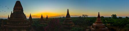 Bagan Burma Panoramic shot of Pagodas and hot air ballons at sunrise  版權商用圖片
