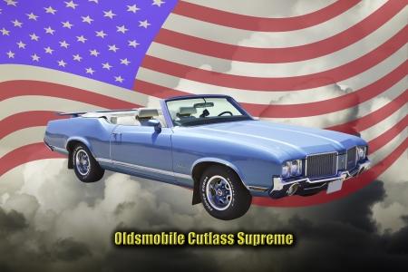 cutlass: Coche cl�sico azul de la foto del m�sculo Oldsmobile Cutlass Supreme