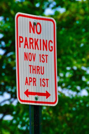 No Parking November 1st thru April 1st Imagens