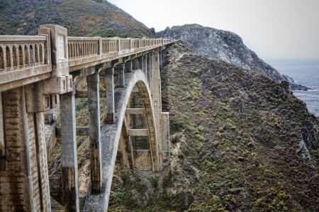 The famous suspension bridge along the coastal road known as the Big Sur in California Zdjęcie Seryjne