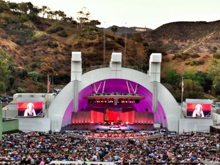 The famous Hollywood Bowl underneath the Hollywood sign Zdjęcie Seryjne