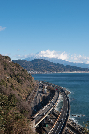 Mt. Fuji over the Tomai Highway and Suruga Bay Banque d'images