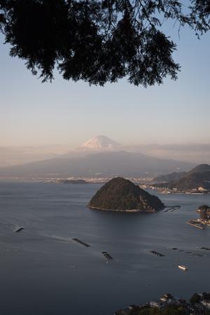 Mt. Fuji over Awashima Isle Banque d'images