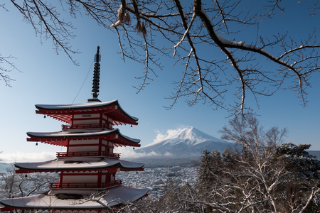 Mt. Fuji over a Pagoda in Snow Éditoriale