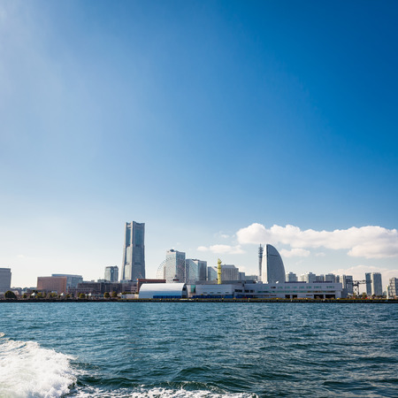Yokohama Skyline Captured from a Boat on a Sunny Day Éditoriale