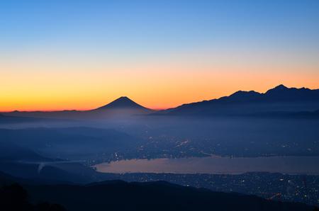 Mt. Fuji over Lake Suwa at Dawn Banque d'images