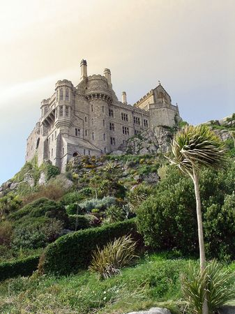 pictoresque: st. michaels mount castel and garden