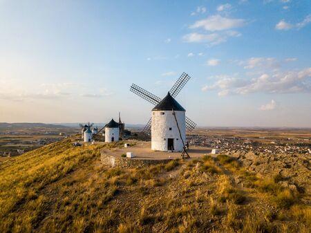 Vista aérea de los molinos de viento de Don Quijote. Molino Rucio Consuegra en el centro de España.