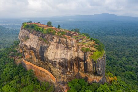 Aerial view of Sigiriya mountain among the dense forest on the island of Sri Lanka Banco de Imagens