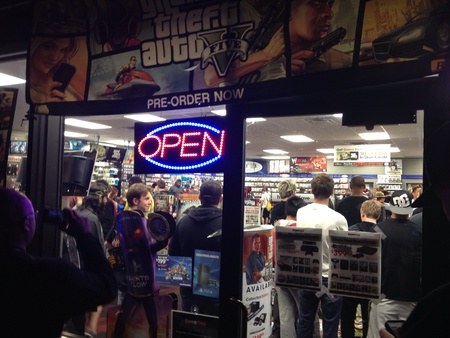 Midnight launch of Grand Theft Auto 5 in Missouri from outside GameStop store