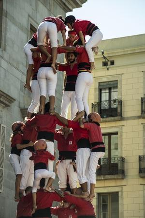 barcelone: Barcelone, Espagne - 20 Septembre, 2015: Castelers � La Merce. b�timent Ch�teau humain est une tradition catalane et est un chef-d'?uvre de l'UNESCO du patrimoine oral et immat�riel de l'humanit� �ditoriale